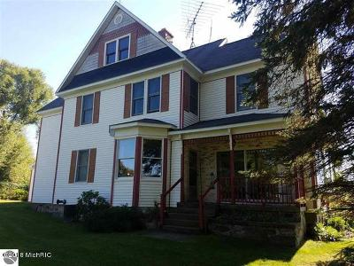 Manistee County Single Family Home For Sale: 11058 Eleven Road
