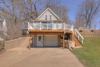Caledonia Single Family Home For Sale: 4577 Park Street