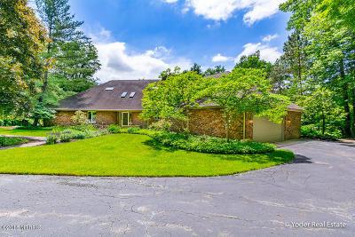 Single Family Home For Sale: 10011 E Rivershore Drive SE