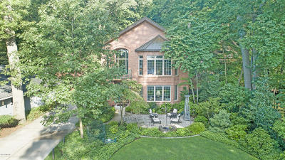 Saugatuck, Douglas Single Family Home For Sale: 824 Park Street