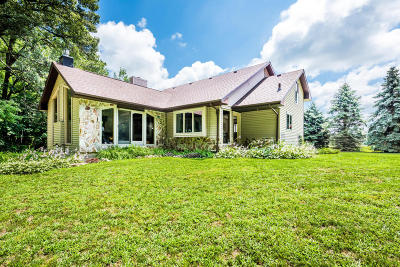 Eau Claire Single Family Home For Sale: 2425 Hochberger Road