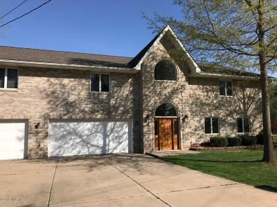 Van Buren County Single Family Home For Sale: 93021 Gravel Lake Drive