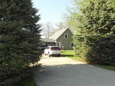 Paw Paw Single Family Home For Sale: 41862 E Bayshore Drive