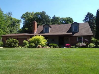 Shiawassee County Single Family Home For Sale: 5075 Lake Drive