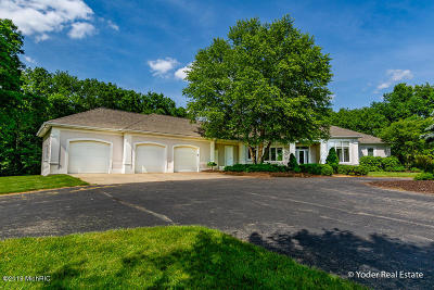 Caledonia Single Family Home For Sale: 5975 Sierra Ridge Drive SE