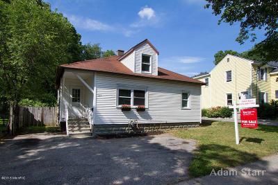 Rockford MI Single Family Home For Sale: $160,000