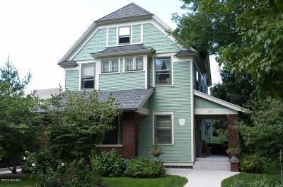 Grand Rapids Multi Family Home For Sale: 209 Prospect Avenue SE