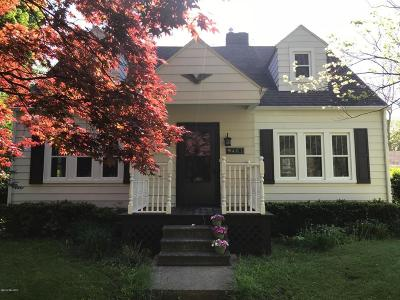 Litchfield Single Family Home For Sale: 401 N Chicago Street