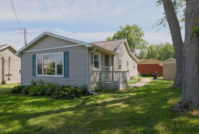 Marcellus Single Family Home For Sale: 14744 Elm Drive