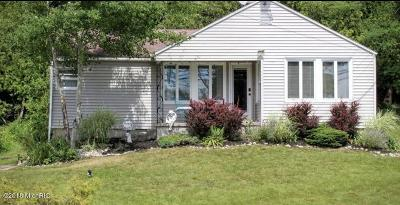 Benzie County Single Family Home For Sale: 7572 Crystal Drive
