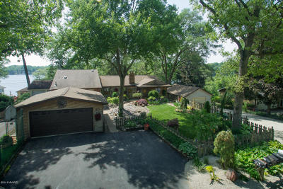 Battle Creek Single Family Home For Sale: 801 & 813 Woodland Beach Drive