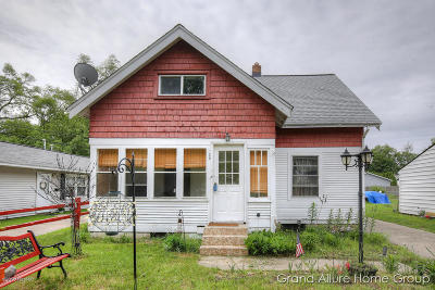 Single Family Home For Sale: 128 Burt St SE