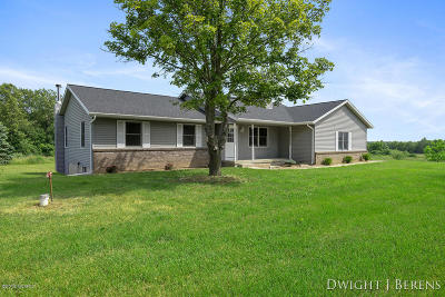 Single Family Home For Sale: 13533 Wabasis Avenue NE