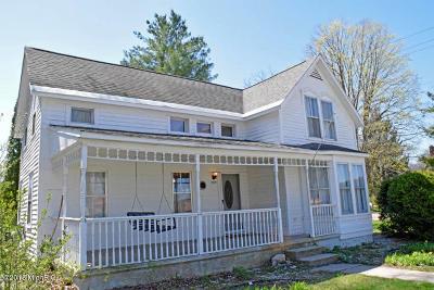 Newaygo County Single Family Home For Sale: 1110 E James Street