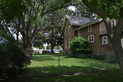 Grand Rapids Single Family Home For Sale: 153 Seward Avenue NW