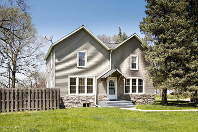 Kalamazoo County Single Family Home For Sale: 2106 Forest Drive