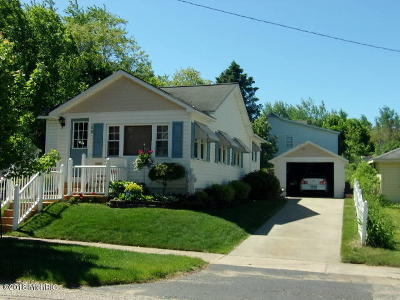 Manistee County Single Family Home For Sale: 159 Quincy Street