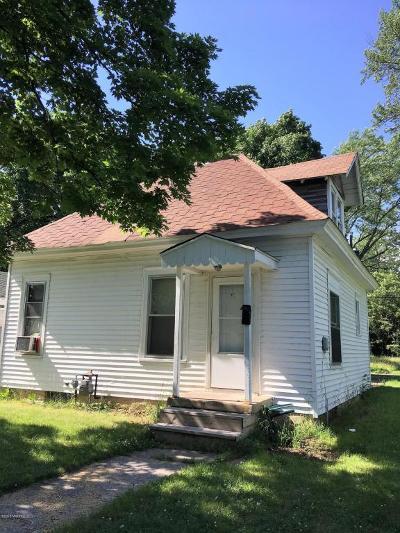 Benton Harbor Single Family Home For Sale: 719 Buss Avenue