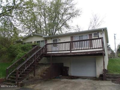 Single Family Home For Sale: 50112 Circle Drive