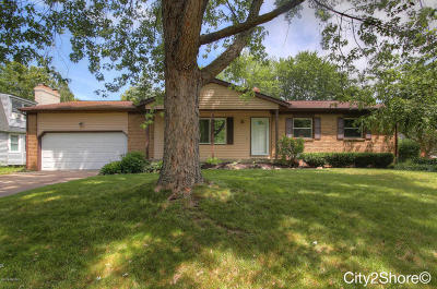 Single Family Home For Sale: 4218 Holyoke Drive SE