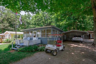 Cassopolis Single Family Home For Sale: 142 Diamond Isle