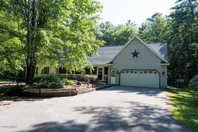 Grand Haven, Spring Lake Single Family Home For Sale: 15425 Wisteria Lane