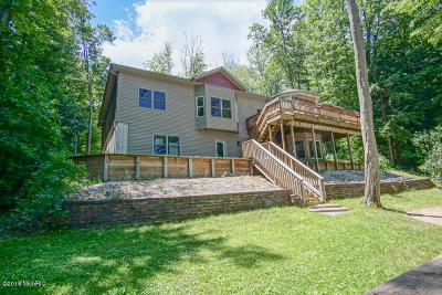 Benzie County, Charlevoix County, Clare County, Emmet County, Grand Traverse County, Kalkaska County, Lake County, Leelanau County, Manistee County, Mason County, Missaukee County, Osceola County, Roscommon County, Wexford County Single Family Home For Sale: 15238 Spencer Drive