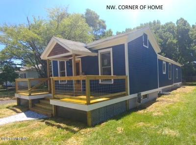 Grand Haven Single Family Home For Sale: 1516 Slayton Street Avenue