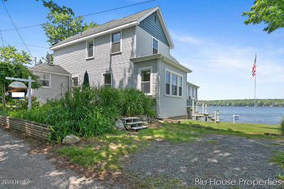 Benzie County, Charlevoix County, Clare County, Emmet County, Grand Traverse County, Kalkaska County, Lake County, Leelanau County, Manistee County, Mason County, Missaukee County, Osceola County, Roscommon County, Wexford County Single Family Home For Sale: 5906 Maple Lane