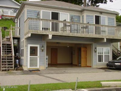 Saranac Single Family Home For Sale: 6668/6660 Shoreline Court
