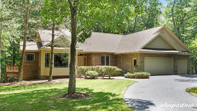 Single Family Home For Sale: 7466 Deer Haven SE