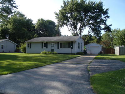 Benton Harbor Single Family Home For Sale: 453 Brownway