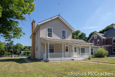 Single Family Home For Sale: 300 E Washington Street