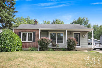 East Grand Rapids Single Family Home For Sale: 2732 Richards Drive SE