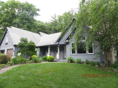 Benzie County, Charlevoix County, Clare County, Emmet County, Grand Traverse County, Kalkaska County, Lake County, Leelanau County, Manistee County, Mason County, Missaukee County, Osceola County, Roscommon County, Wexford County Single Family Home For Sale: 5512 W Oakridge Road