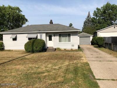 Kentwood Single Family Home For Sale: 5507 Kalamazoo Avenue SE