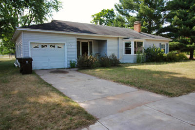 Mecosta County Single Family Home For Sale: 202 Escott Street