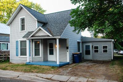 Single Family Home For Sale: 18 Batavia Place NE