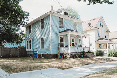Grand Rapids Single Family Home For Sale: 946 Worden Street SE