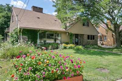 Single Family Home For Sale: 665 Powers Avenue NW