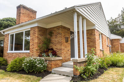 Single Family Home For Sale: 60 Somerset Drive NE