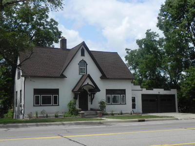 Paw Paw Single Family Home For Sale: 611 N Kalamazoo Street