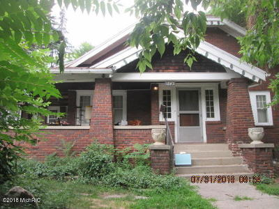 Grand Rapids Single Family Home Active Contingent: 1845 Eastern Avenue SE