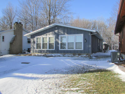 Coldwater Single Family Home For Sale: 681 Pearl Beach Drive
