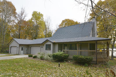 Single Family Home For Sale: 44833 Paw Paw Road