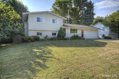Single Family Home For Sale: 2668 Johnathan Avenue NE