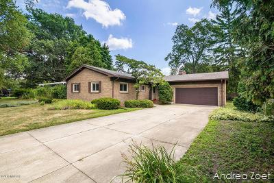 Single Family Home For Sale: 432 Lakeside Drive NE
