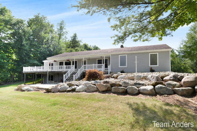Middleville Single Family Home For Sale: 6451 Ivan Trail