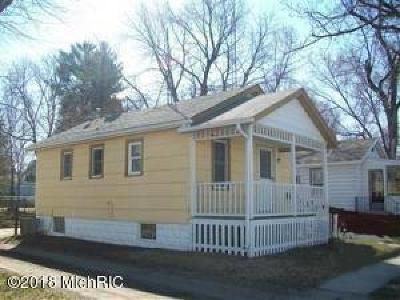 Niles Single Family Home For Sale: 611 N 11th Street