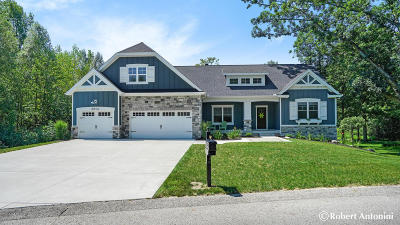 Single Family Home For Sale: 3814 Bridgehampton Drive NE